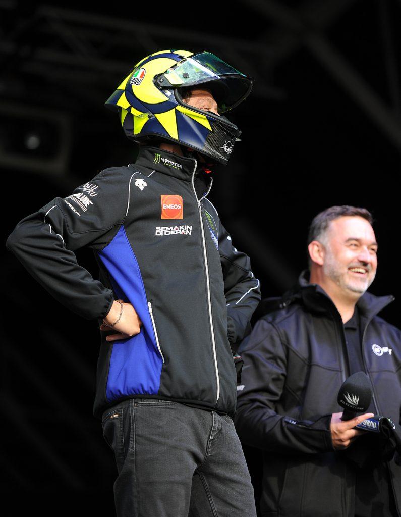Rossi auctions a replica helmet